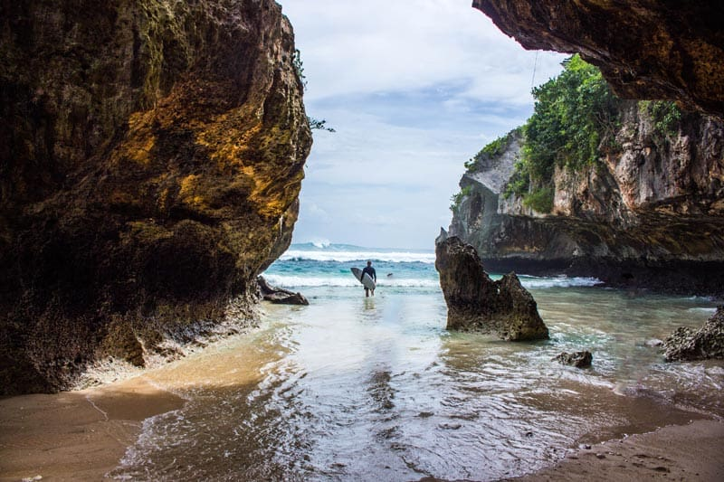 top things to do in bali, surfing in uluwatu, top things to do in bali indonesia, uluwatu beaches surfing single fin